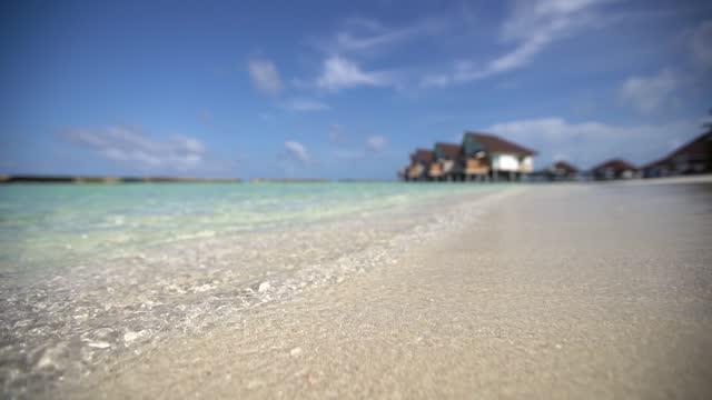 vidéos et rushes de plage tropicale d'île - littoral