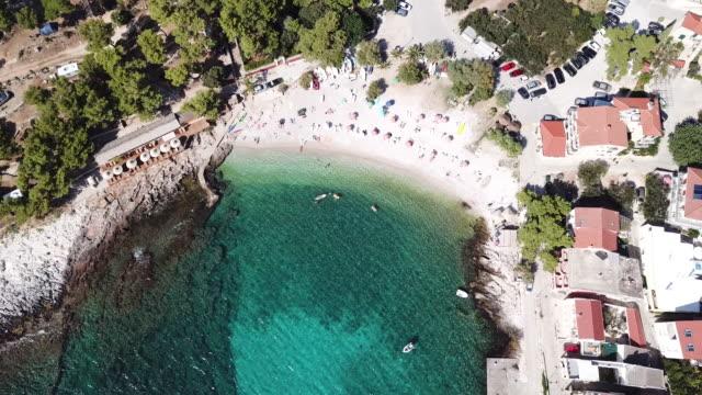 vídeos y material grabado en eventos de stock de tropical island coastline in croatia, aerial - cultura croata