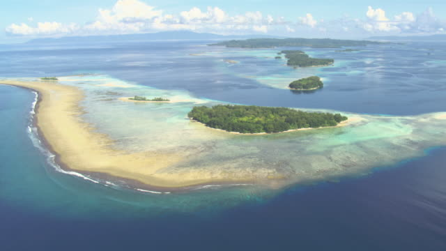 Tropical islets and coral reefs, Solomon Islands