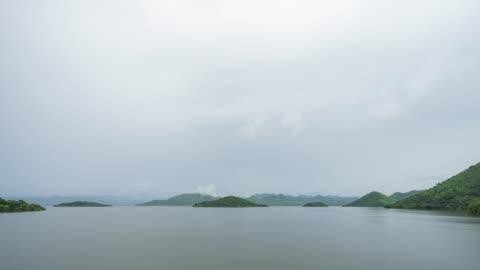 tropischer see nach dem regnen, zeit lapse video - hd format stock-videos und b-roll-filmmaterial