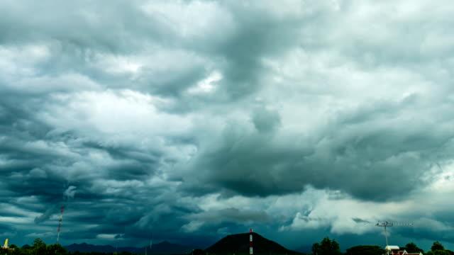 tropischen monsun gewitterwolke über ländliche gegend, time lapse video - hd format stock-videos und b-roll-filmmaterial