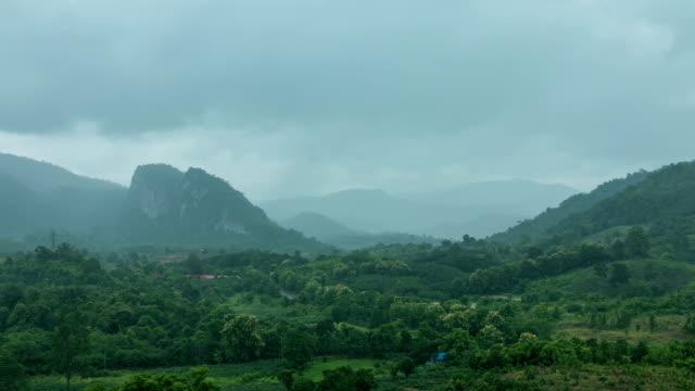 トロピカル山脈の - mountain range点の映像素材/bロール