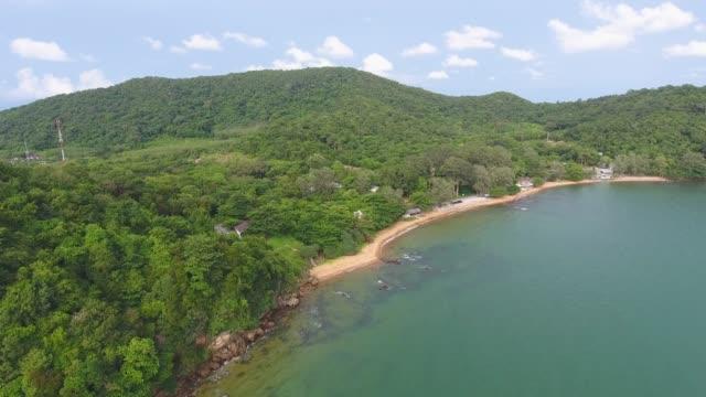 vidéos et rushes de tropical mer et plage avec la vague de la rupture, vidéo aérienne - pince à papier