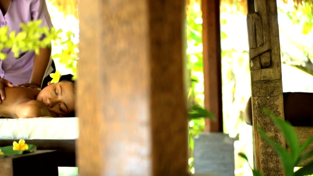 tropical spa therapeutic massage for muscle relaxation bali - spa treatment点の映像素材/bロール