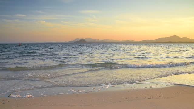 Alba sulla spiaggia di sabbia tropicale Andaman