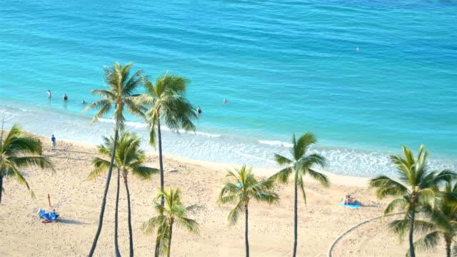 Tropische Waikiki beach op Honolulu Hawaii in 4K