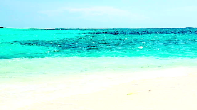 hd tropischen weißen sand türkisfarbenen cay strand in der karibik - cay insel stock-videos und b-roll-filmmaterial