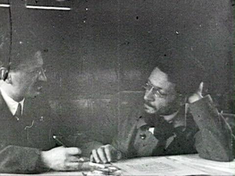 ms trotsky and sverdlov talking in office audio/ russia - 1925年点の映像素材/bロール