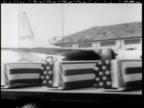 truck carrying coffins covered in american flags at airport / soldiers and sailors standing at ease by military airplane / soldiers carrying american... - coffin stock videos & royalty-free footage