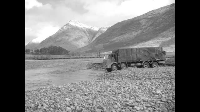vídeos de stock e filmes b-roll de ws truck crossing river / united states - só um homem de idade mediana