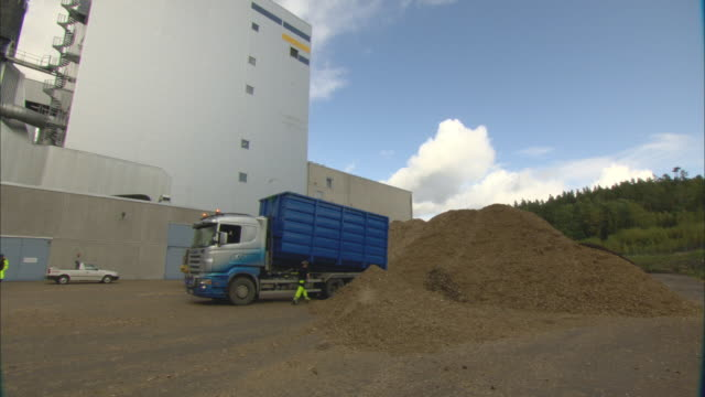 ws truck driver descending from cab and opening cargo door in factory yard / vaxjo, sweden - vaxjo stock videos & royalty-free footage