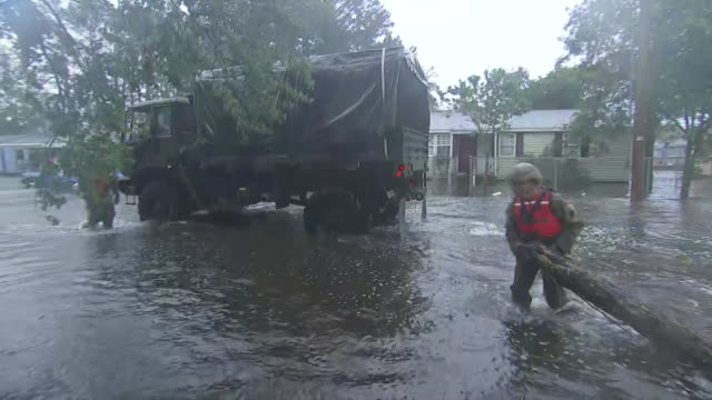 vídeos y material grabado en eventos de stock de truck driving through flood waters in new bern, north carolina. - environment or natural disaster or climate change or earthquake or hurricane or extreme weather or oil spill or volcano or tornado or flooding