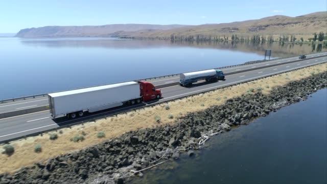 truck en route - reservoir stock videos & royalty-free footage