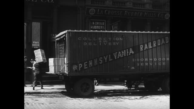 vídeos y material grabado en eventos de stock de truck making delivery to house pennsylvania night vs putting truck engine onto railroad flatcar la ms train transporting truck loads - 1933