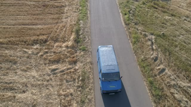 lkw auf der country road - moving past stock-videos und b-roll-filmmaterial
