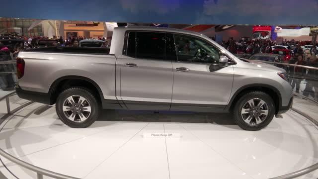 truck revolving on turntable / front end / top line of pickup bed / rear end / wheel - honda bildbanksvideor och videomaterial från bakom kulisserna