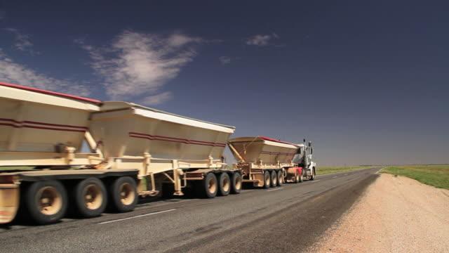 stockvideo's en b-roll-footage met truck - aanhangwagen