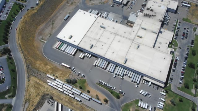 truck yard - anlegestelle stock-videos und b-roll-filmmaterial