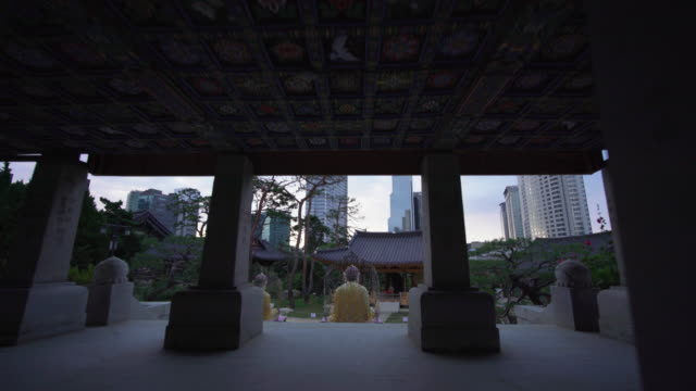trucking shot, scenic temple in south korea - buddhismus stock-videos und b-roll-filmmaterial