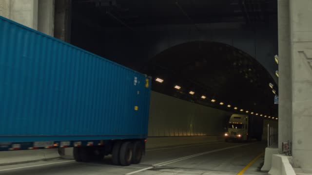 ls trucks arrive at the end of the portmiami tunnel the portmiami tunnel opens for the first time on august 3 2014 in miami florida the tunnel that... - baia di biscayne video stock e b–roll