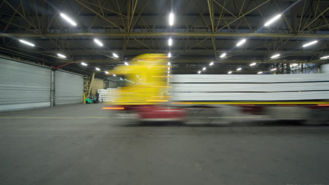 tl ws trucks containing stacks of gypsum being unloaded in warehouse at ports of auckland/ auckland, new zealand - entladen stock-videos und b-roll-filmmaterial