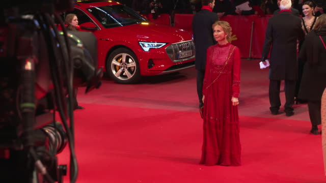 trudie styler at 'the kindness of strangers' world premiere - 69th berlin film festival at berlinale palast on february 07, 2019 in berlin, germany. - trudie styler stock-videos und b-roll-filmmaterial