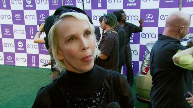 trudie styler on the importance of attending the event, if the entertainment industry has a resposibility to spread environmental awareness, and what... - trudie styler stock-videos und b-roll-filmmaterial