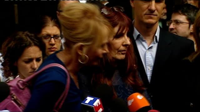 trudie styler speaking to press outside court sot - trudie styler stock-videos und b-roll-filmmaterial