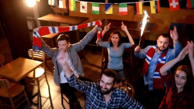 Echte fans in pub