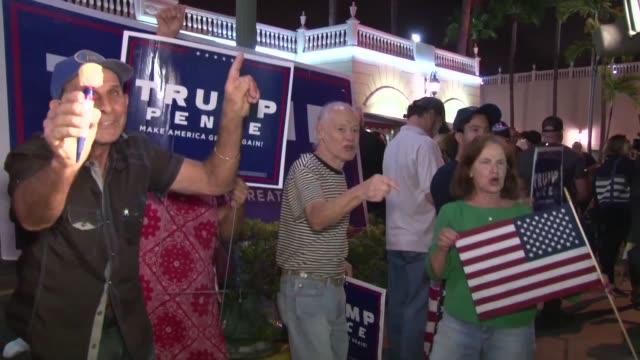 vídeos de stock e filmes b-roll de trump and clinton supporters in miami react to the us election - partidário
