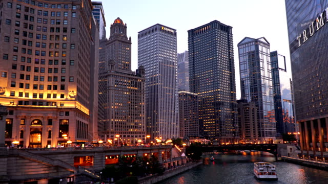 trump building. chicago river. evening - chicago stock videos & royalty-free footage