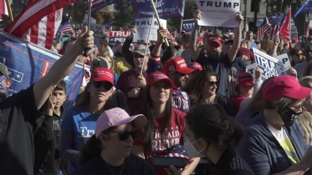 vidéos et rushes de trump cheer and holler while listening to speakers at the michigan state capitol building to voice their grievances after democratic candidate former... - lansing
