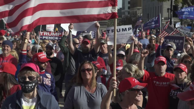 vidéos et rushes de trump supporters cheer and holler while listening to speakers at the michigan state capitol building to voice their grievances after democratic... - lansing