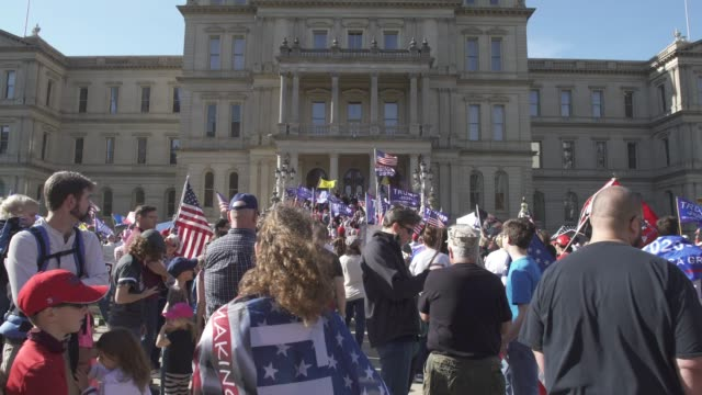vidéos et rushes de trump supporters congregate at the michigan state capitol building to voice their grievances after democratic candidate former vice president joe... - lansing