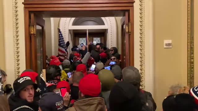 vídeos de stock e filmes b-roll de trump supporters have occupied the united states capitol building following rallies on wednesday, january 6, 2021. - capitólio capitol hill