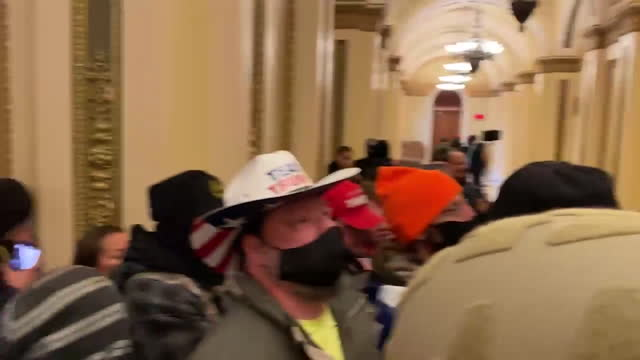 vidéos et rushes de trump supporters have occupied the united states capitol building following rallies on wednesday, january 6, 2021. - le capitole
