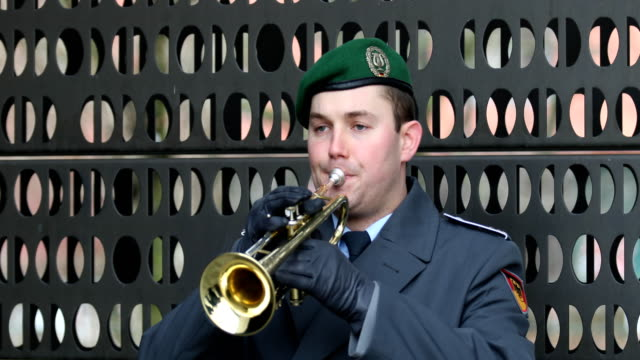 """trumpet player of the music corps of the bundeswehr plays """"ich hatt' einen kameraden"""" ( am ehrenmal der bundeswehr . german defense minister ursula... - trumpet stock videos & royalty-free footage"""