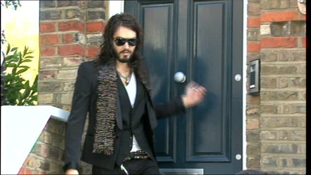 vídeos de stock, filmes e b-roll de trust gives verdict on russell brand and jonathan ross prank call; lib hampstead: russell brand leaving house ends - jonathan ross