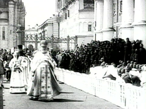 ms tsar audio/ russia czar nicholas ii and celebrating anniversary of romanov dynasty imperial russian family walking in procession at moscow kremlin... - 1913 stock-videos und b-roll-filmmaterial
