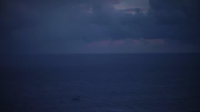 ls, tsugaru strait before dawn, aomori, japan - winter点の映像素材/bロール