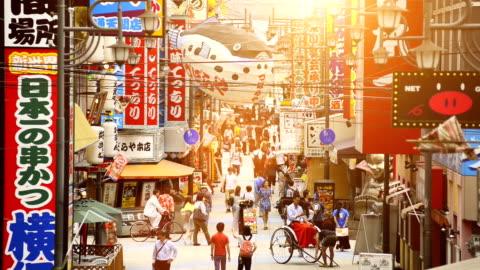vidéos et rushes de tour tsutenkaku à osaka au japon - lieu touristique