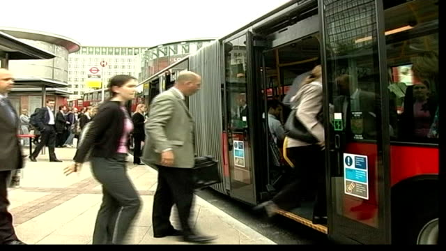 tube strike; itn england: london: ext gv commuters forming two queues for buses pull out side people onto bus tbv commuters crowding around bus in... - politik und regierung stock-videos und b-roll-filmmaterial