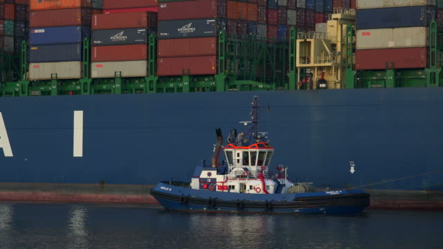 tug boat at container vessel, harbor of hamburg, germany - tug boat stock videos & royalty-free footage