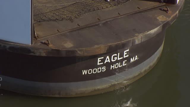 cu aereal pov tug boat moving in sea / hyannis, massachusetts, united states - 船体点の映像素材/bロール