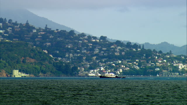 ws tugboat motors crossing san francisco bay, hills of sausalito in background, san francisco, california, usa - marin stock videos & royalty-free footage