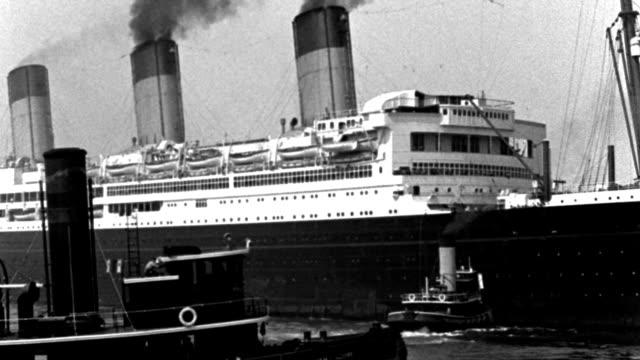 vídeos y material grabado en eventos de stock de a tugboat moves in front of an ocean liner in new york harbor. - puerto de nueva york