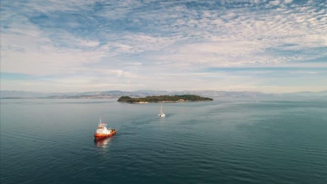 vídeos y material grabado en eventos de stock de tugboat near island of corfu in ionian sea, greece - pasear en coche sin destino