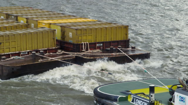 ms tugboat towing cargo containers / london, england, united kingdom - rimorchiare video stock e b–roll