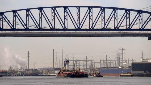 tugboat with tall wheelhouse under bridge - trade union stock videos & royalty-free footage