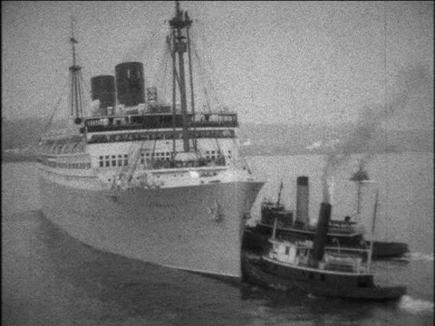b/w 1929 tugboats pushing s.s. bermuda ocean liner away from port / home movie - 1920 1929 video stock e b–roll